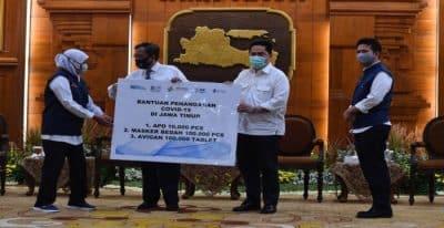 Menko Polhukam dan Menteri BUMN Berikan Bantuan Penanganan Covid-19 di Jawa Timur