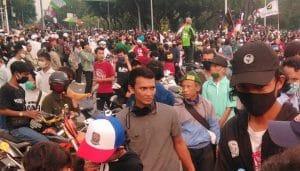 Lagi! Ribuan Orang di Surabaya Demo Tolak UU Cipta Kerja